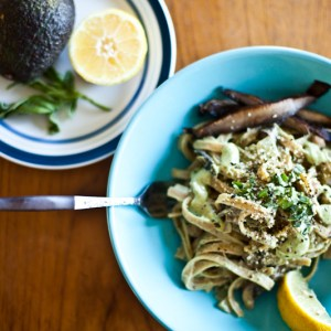 Easy Vegan Roasted Garlic Alfredo