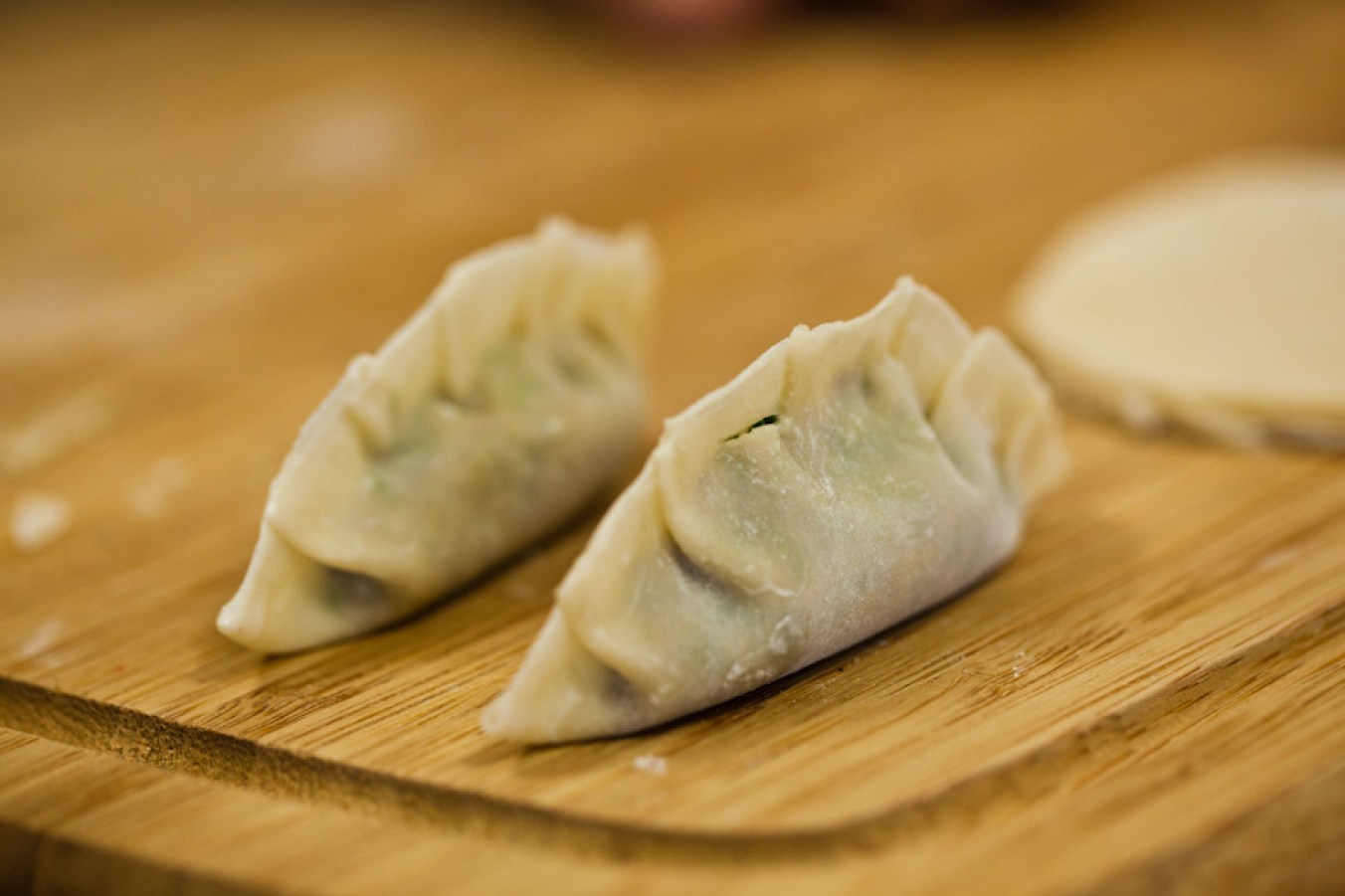 vegan dumplings with peanut sauce