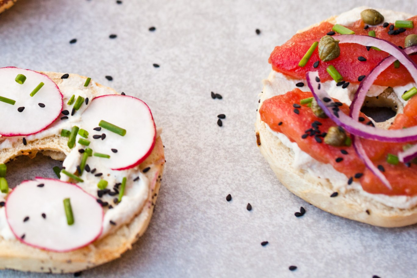 vegan ny style bagels with tomato