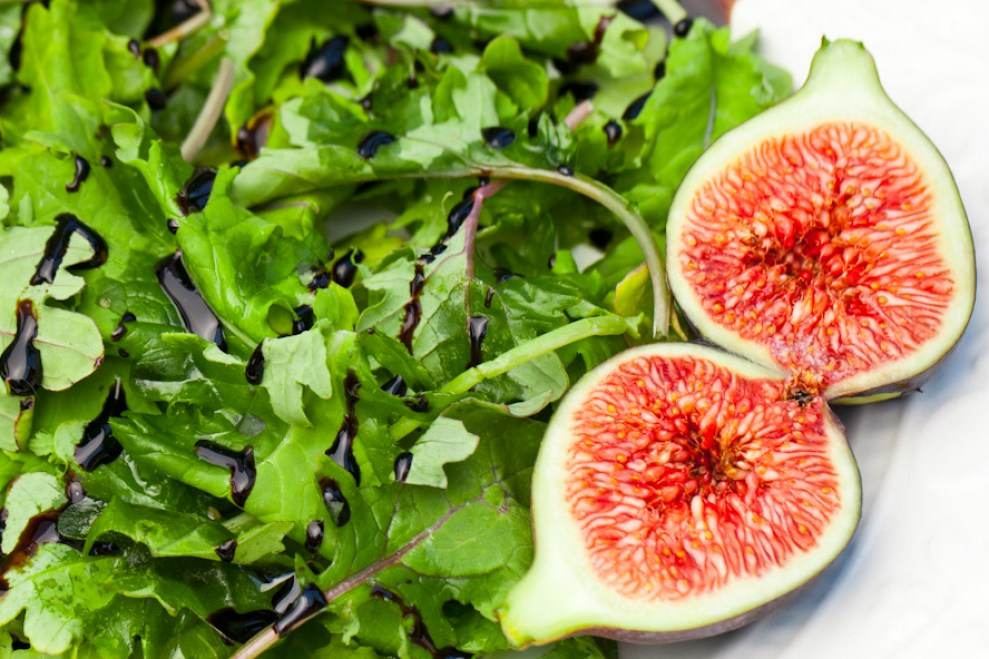 arugula kale fig salad balsamic reduction
