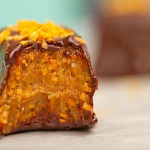 The ULTIMATE Vegan Candy Bar Recipe | Vegan Butterfingers | Chocolate Peanut Butter Bars | Healthy Halloween Candy