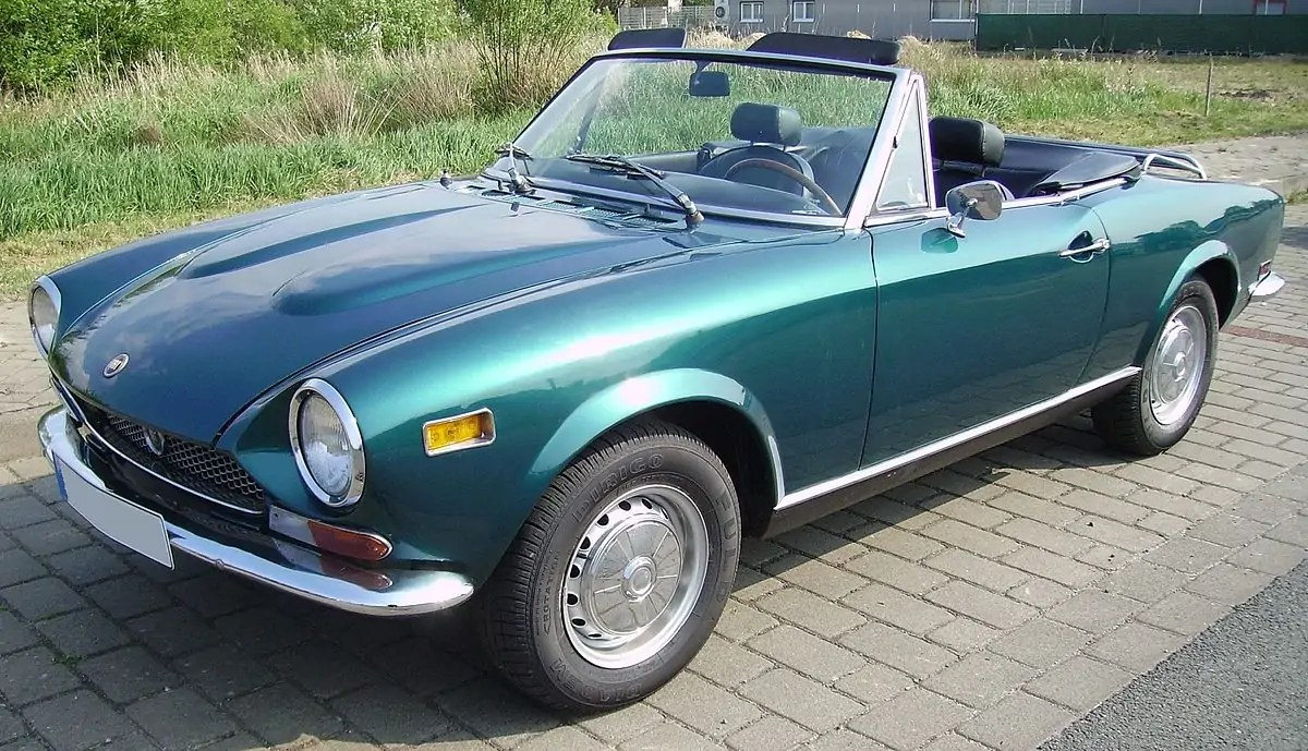 1200px-Fiat_124_Spider_turquoise