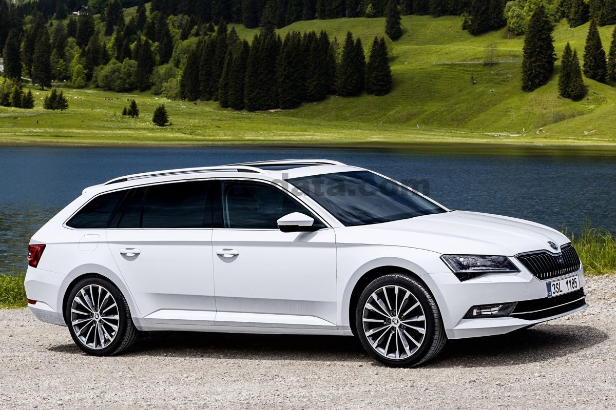 hight resolution of skoda superb combi