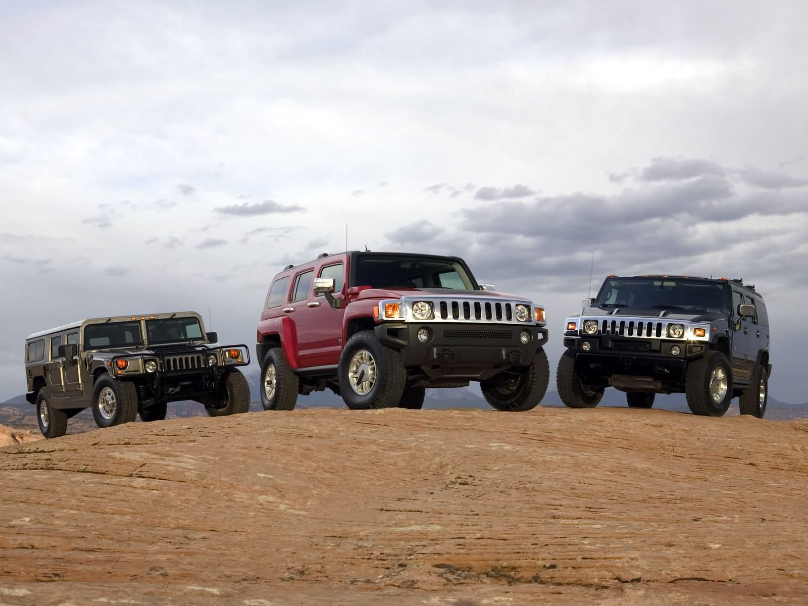 Hummer H3 photos Gallery with 15 pics CarsBase