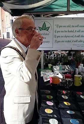 drinking tea at market