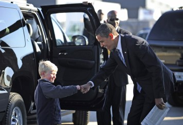 obama-fist-bump-with-child_168045951