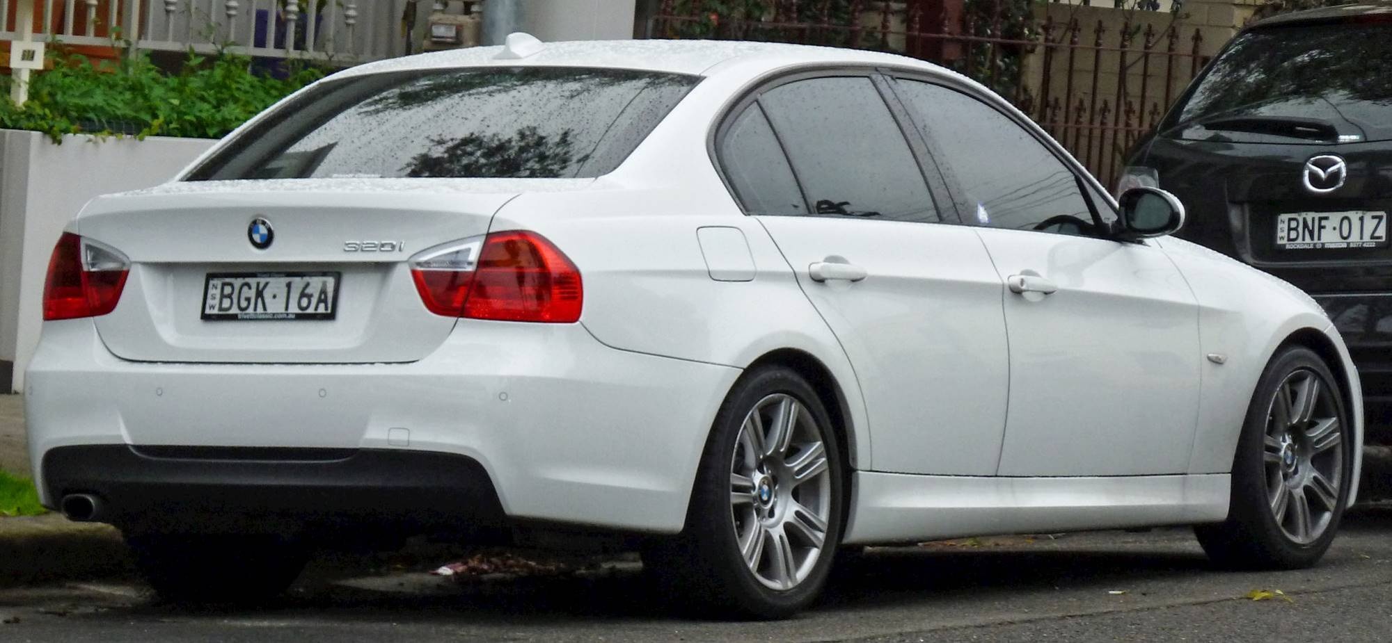 hight resolution of bmw 320i 2011