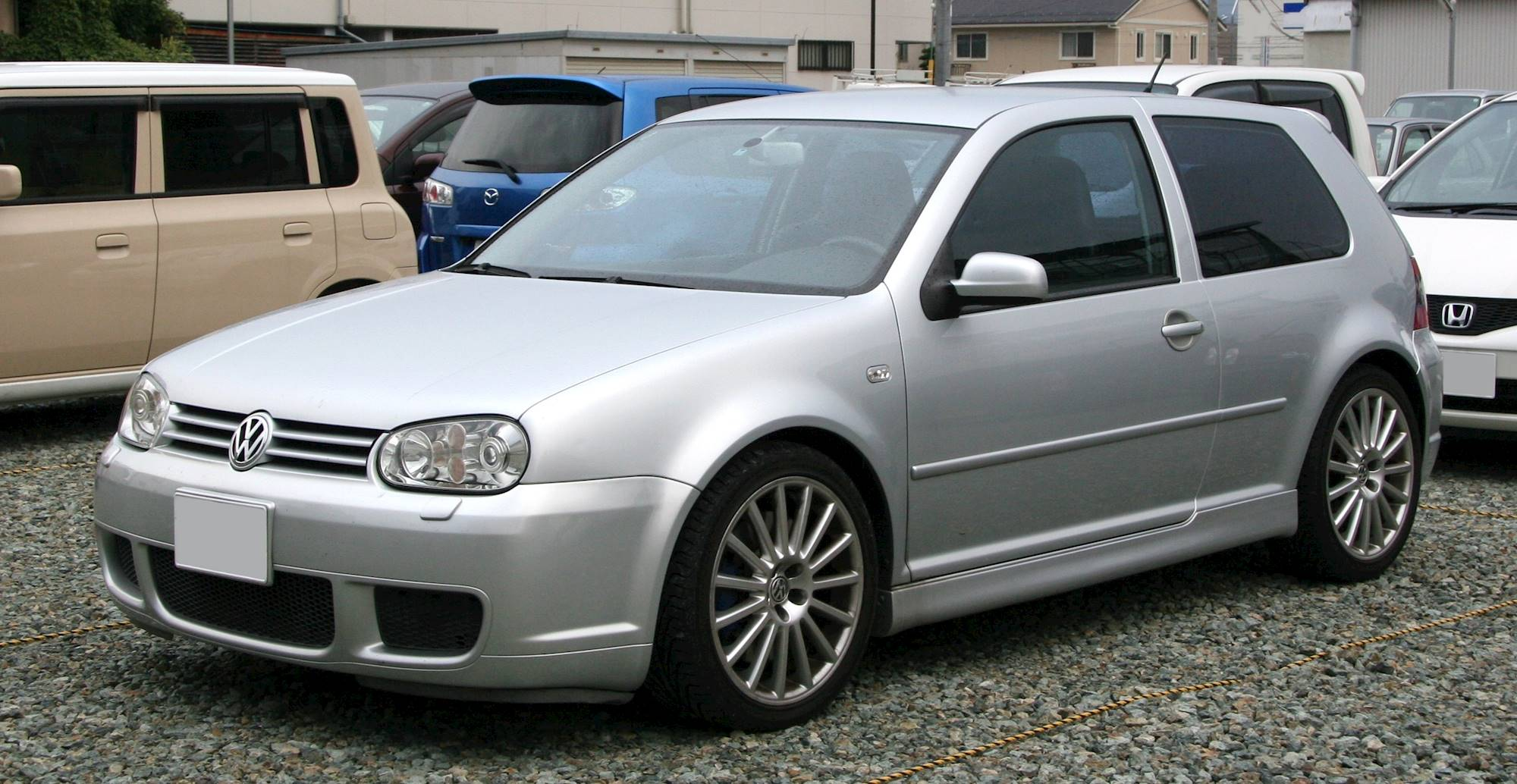 hight resolution of vw golf 4 r32