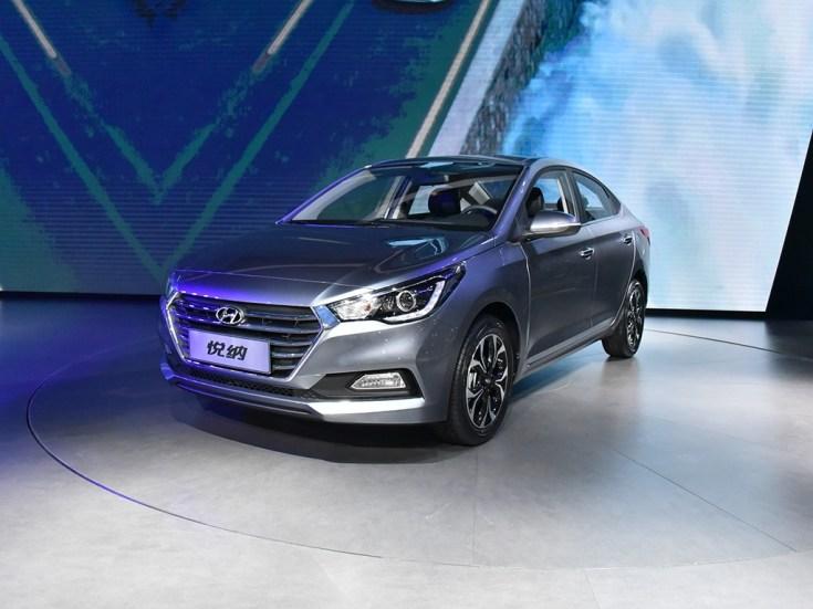 2017-Hyundai-Verna-front-three-quarter-silver-makes-world-premiere