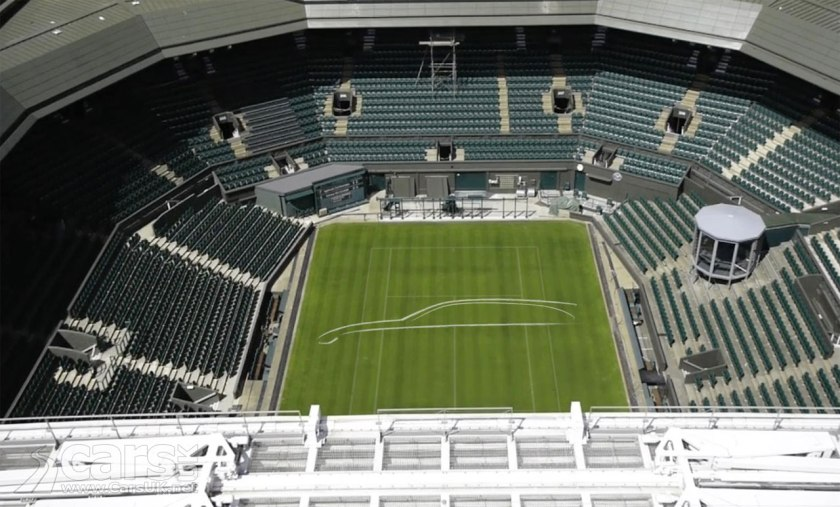 Photo The new Jaguar XF in a silhouette of white paint on Wimbledon's Centre Court