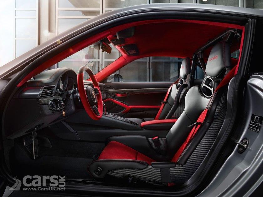 Photo 2018 Porsche 911 GT2 RS Interior