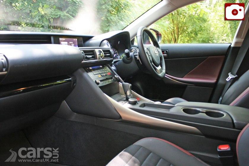 2017 Lexus IS 300h Sport Design