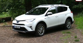 Toyota RAV4 Hybrid Excel Review (2017) – Toyota's old faithful goes hybrid
