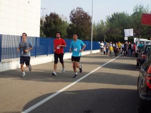 L'Assessore Dimitri Tartari assieme a Mirko Pritoni e Michele Simoni, stremati all'arrivo della 8 km