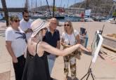 Visita de la concejala de Turismo de Hellín con un stand en el puerto de Cartagena