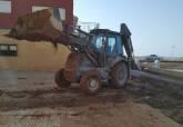 La UME colabora con el Ayuntamiento de Cartagena en la limpieza del paseo marítimo de Los Nietos
