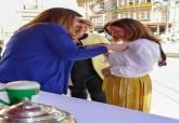 La alcaldesa en la mesa petitoria de la cuestación a beneficio de la lucha contra el cáncer