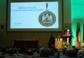 El Ayuntamiento felicita a los condecorados con la Medalla de Oro de la Universidad de Murcia