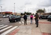 Diego Ortega y representantes de los vecinos de La Vaguada en Avenida Viña del Mar