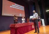 Entrega de placas a los jubilados municipales en El Batel