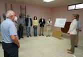 La alcaldesa explica a los vecinos de Playa Honda las obras del consultorio médico y local social