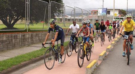 Mas de 300 ciclistas pedalearon con Andrey Amador