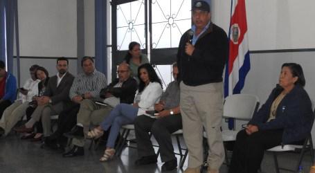 Presidente Solís escuchó inquietudes de agricultores de Cartago