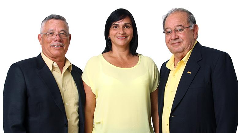 A Alberto Bejarano (izq), lo acompañan Lidieth Hernández de Corralito como candidata a  I Vicelacaldesa y Mario Castillo de Oriente, como candidato a segundo Vicealcalde. Foto: PAC