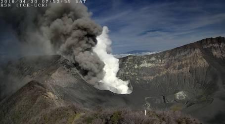 Ceniza del Volcán Turrialba llega hasta localidades de Cartago