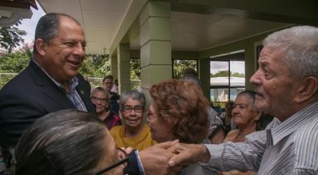 Adultos mayores de Juan Viñas disfrutan de las mejoras del Centro Diurno