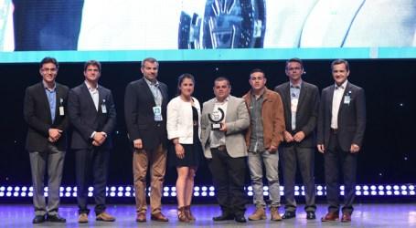 Walmart premia a productor de chayotes de Cartago