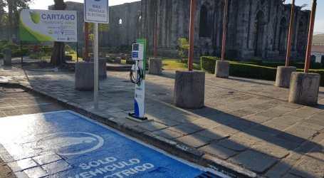 Cartago estrena cuatro centros de recarga gratuita para vehículos eléctricos