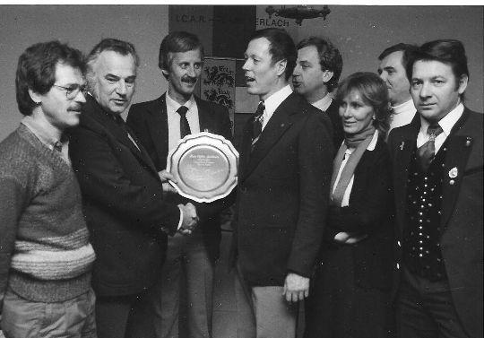 1983 - 15 Jahre CTF. Obmannstv. Pegam und der Vorstand gratulieren Obmann Figura