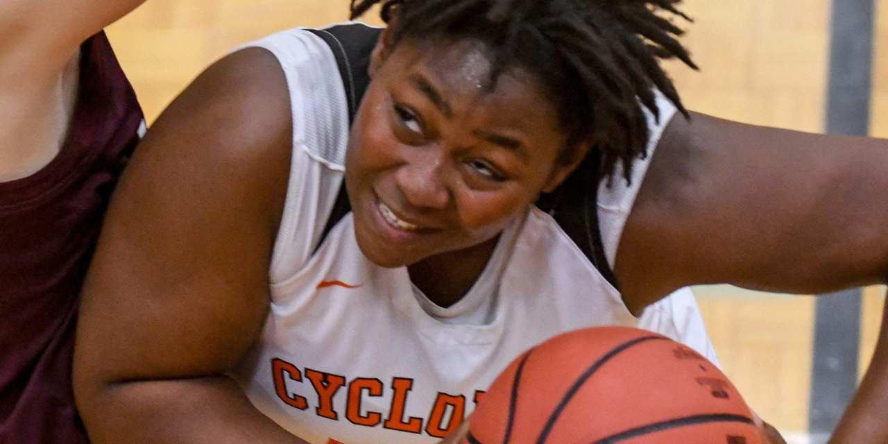 Lady Cyclones get pass Crockett; Cyclones fall short