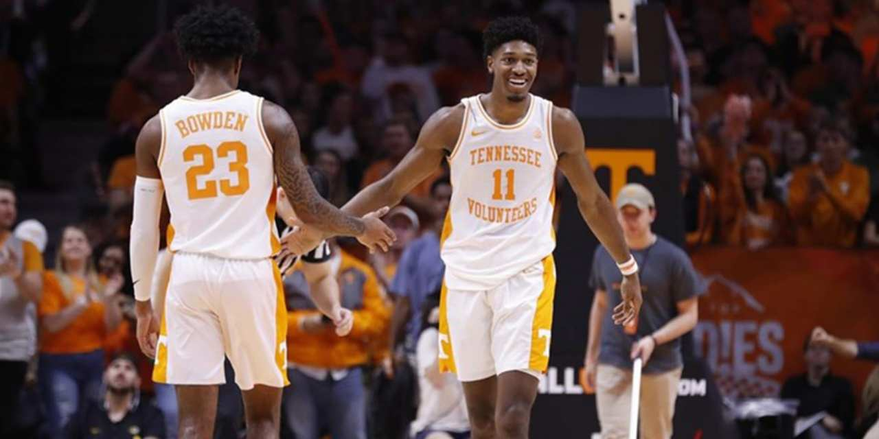 No. 1 Tennessee Tops Missouri to Extend Winning Streak