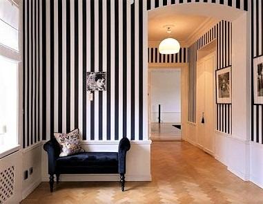 Una parete stretta sembrerà più lunga se decorata con righe orizzontali e una parete bassa sembrerà più alta con righe verticali. Beneficenza Paralizzare Ossido Carta Parati Fasce Fiduciosamente Trascurare Griglia