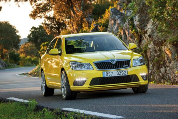skoda octavia rs liftback front left photo