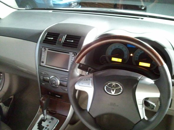 toyota altis interior photo 2