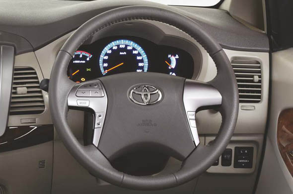 Toyota Innova's Steering Mounted Airbag Pic