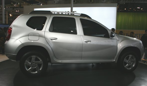 renault duster side profile photo