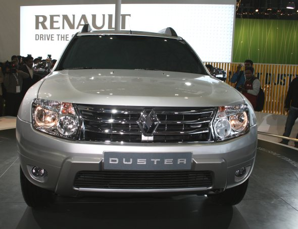 renault duster compact suv photo