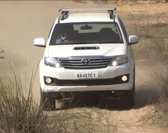 toyota fortuner 4x4 road test photo