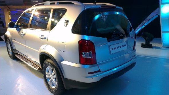 mahindra rexton rear photo