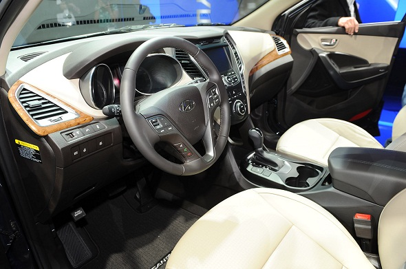 2013-hyundai-sante-fe-interior-photo