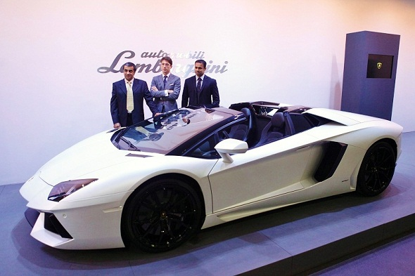 lamborghini-aventador-roadster-unveiling-photo