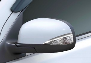 Renault Scala Travelogue Edition with Turn Indicators integrated into Wing Mirrors