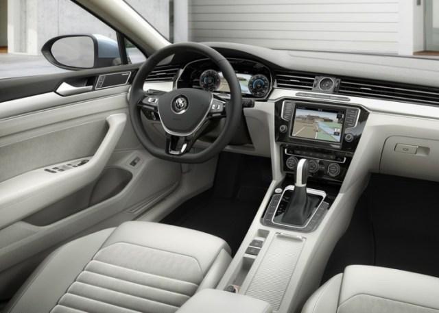 2015 Volkswagen Passat B8 Luxury Sedan 3