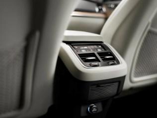 2015 Volvo XC90 SUV 8