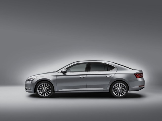 016 Skoda Superb Luxury Saloon Profile