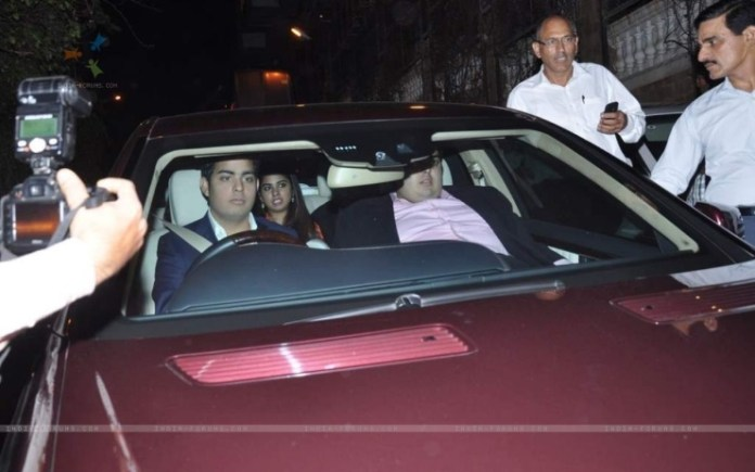 290761-mukesh-ambani-arrives-with-his-two-sons-at-shahrukh-khan-grand.jpg